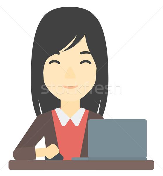 Сток-фото: женщину · рабочих · ноутбука · азиатских · сидят