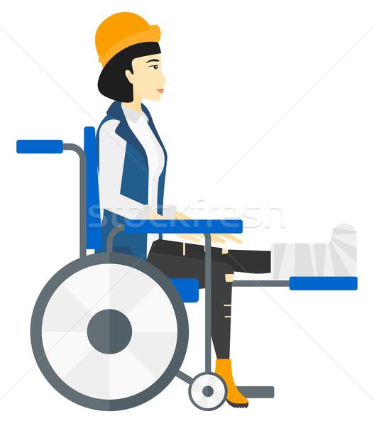 Patiënt vergadering rolstoel asian gebroken been vector Stockfoto © RAStudio
