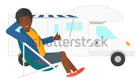 Man vergadering stoel kampeerder van duim Stockfoto © RAStudio
