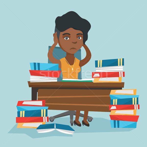 Disperato studente studiare molti libri di testo giovani Foto d'archivio © RAStudio