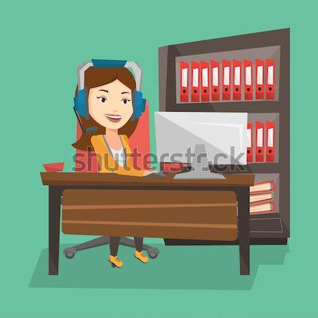 Człowiek gry gra komputerowa młodych szczęśliwy asian Zdjęcia stock © RAStudio