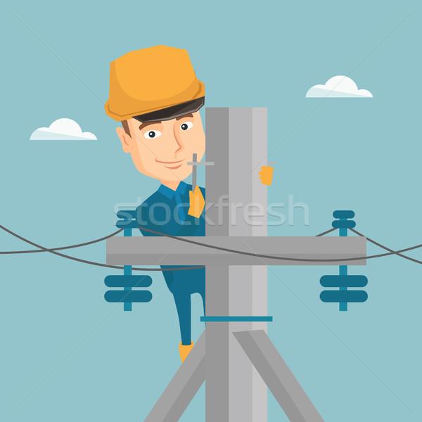 Villanyszerelő dolgozik elektromos erő pólus kaukázusi Stock fotó © RAStudio