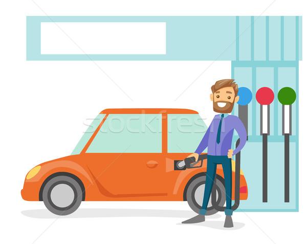 Man vulling omhoog brandstof auto tankstation Stockfoto © RAStudio