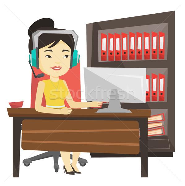 Kadın oynama bilgisayar oyunu genç Asya Stok fotoğraf © RAStudio