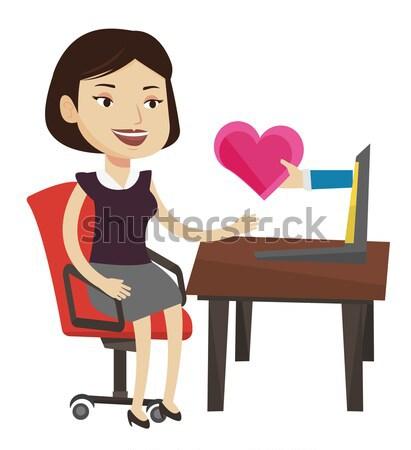 Młoda kobieta dating online za pomocą laptopa kobieta patrząc Zdjęcia stock © RAStudio