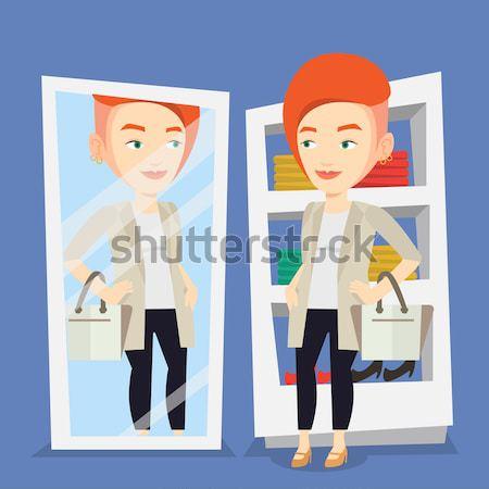 Donna vestiti spogliatoio guardando specchio Foto d'archivio © RAStudio