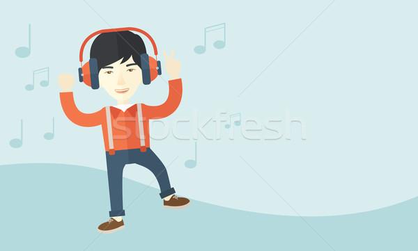 Stock fotó: Boldog · fiatalember · tánc · zenét · hallgat · énekel · fejhallgató