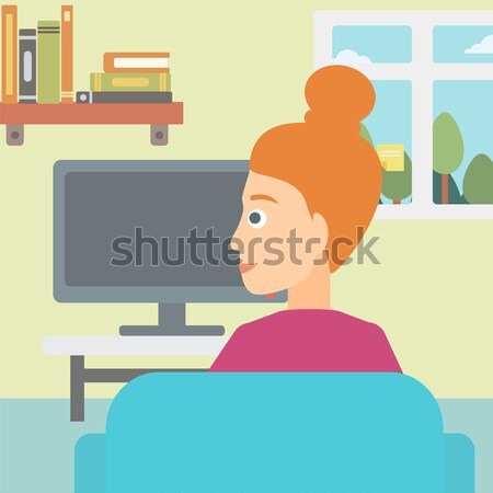 Mujer viendo tv sesión sofá salón Foto stock © RAStudio
