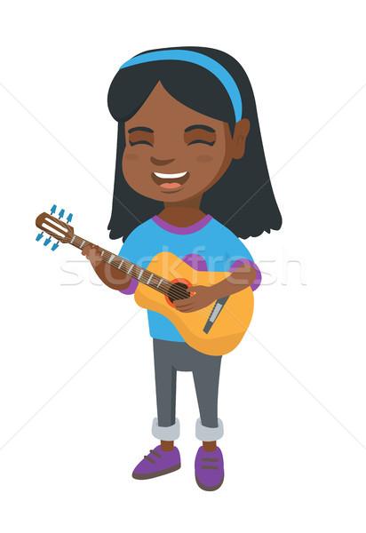 Afrikaanse meisje zingen spelen akoestische gitaar vrolijk Stockfoto © RAStudio