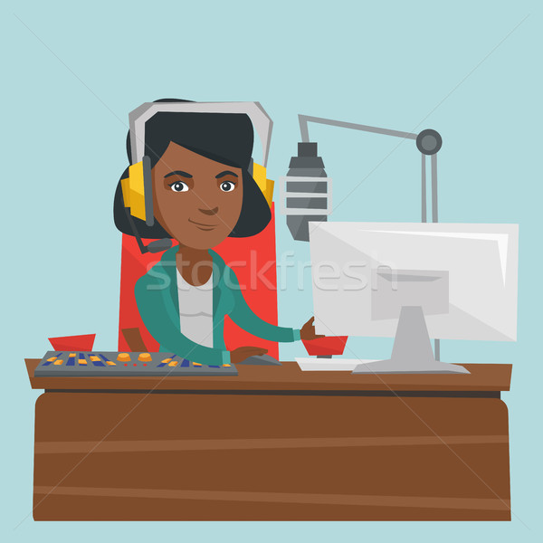 Jovem feminino trabalhando rádio hospedeiro microfone Foto stock © RAStudio