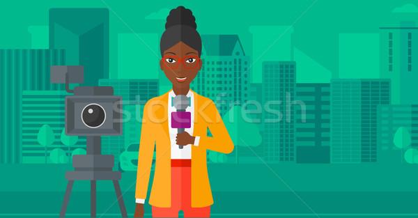 Stockfoto: Tv · verslaggever · werken · camera · permanente · microfoon