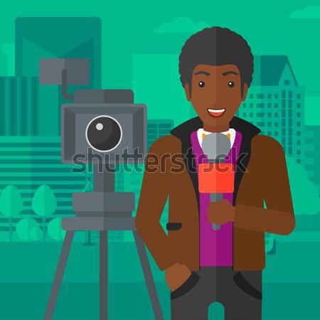Femme caméra poitrine appareil photo numérique touristiques permanent Photo stock © RAStudio