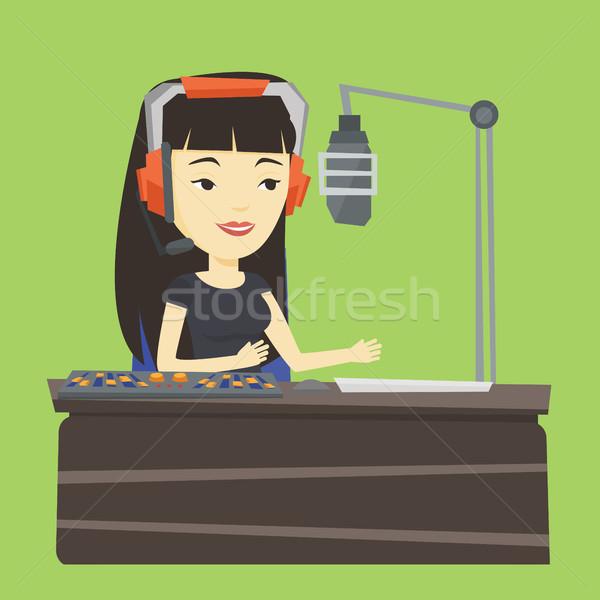 ストックフォト: 女性 · 作業 · ラジオ · アジア · ヘッド · 駅