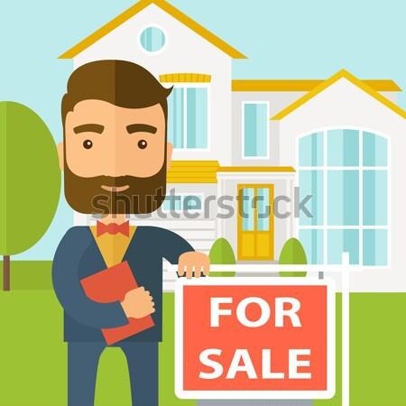 Immobilienmakler stehen neben Verkauf Plakat halten Stock foto © RAStudio