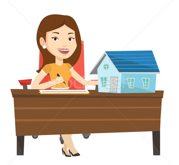 Agent immobilier signature maison acheter contrat travail Photo stock © RAStudio