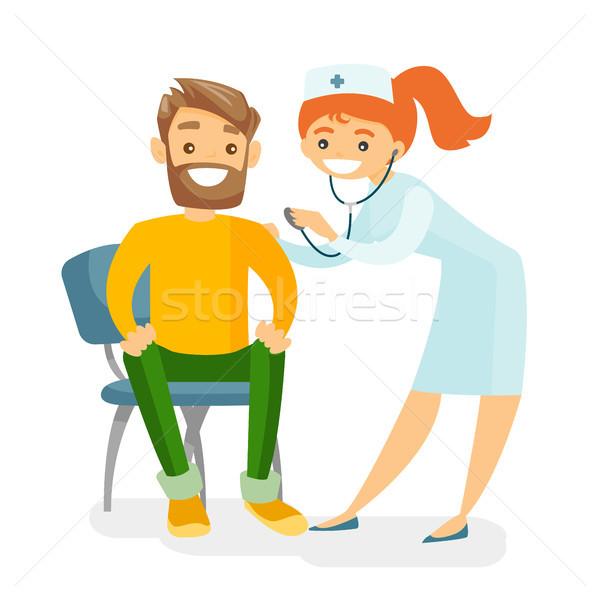 Сток-фото: кавказский · врач · прослушивании · сердце · пациент · молодые