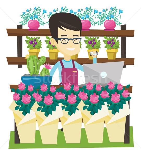 Właściciel kwiaciarnia mówić telefonu laptop Zdjęcia stock © RAStudio