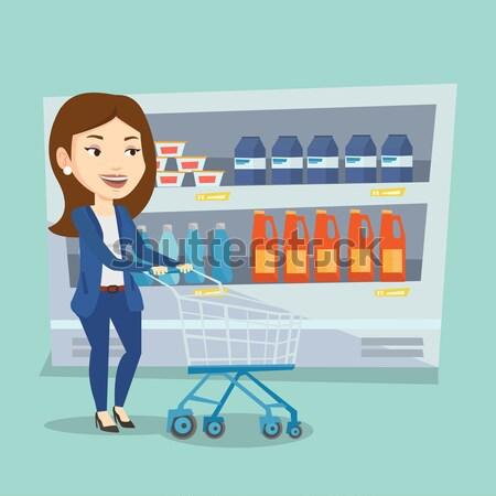 Klant winkelwagen vrouw lopen winkelwagen gangpad Stockfoto © RAStudio