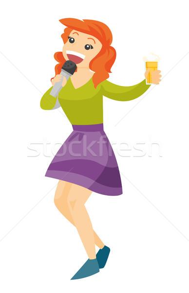 Jonge kaukasisch witte vrouw zingen karaoke Stockfoto © RAStudio
