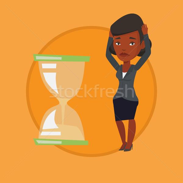 Desesperado mulher de negócios olhando ampulheta empresária prazo de entrega Foto stock © RAStudio