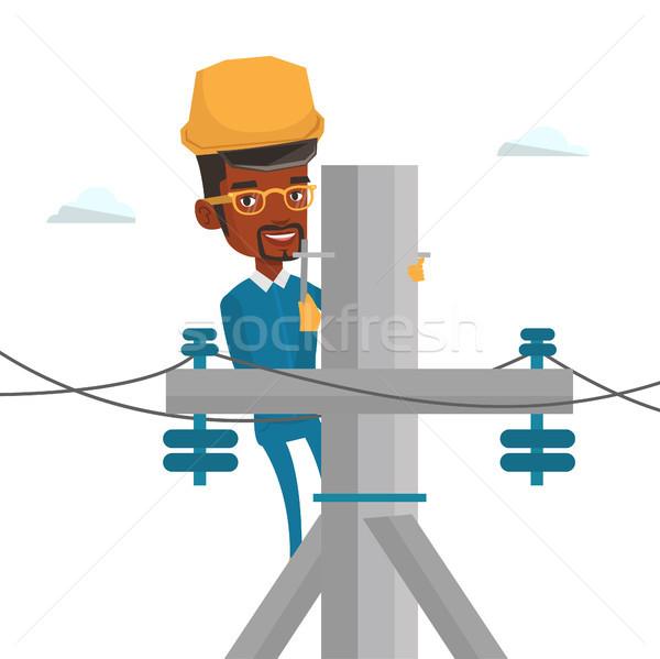 Elektricien werken elektrische macht paal afrikaanse Stockfoto © RAStudio