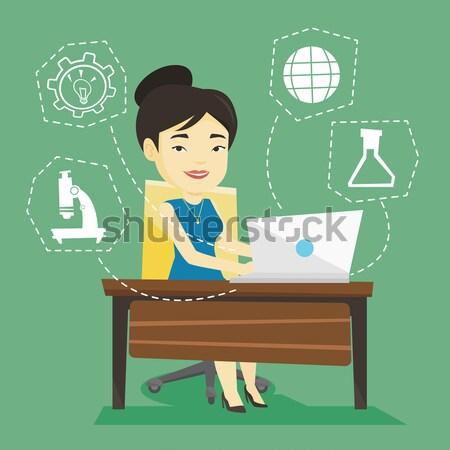 Student werken laptop vergadering tabel vrouw Stockfoto © RAStudio