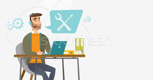 Operador caucásico profesional de trabajo ordenador Foto stock © RAStudio