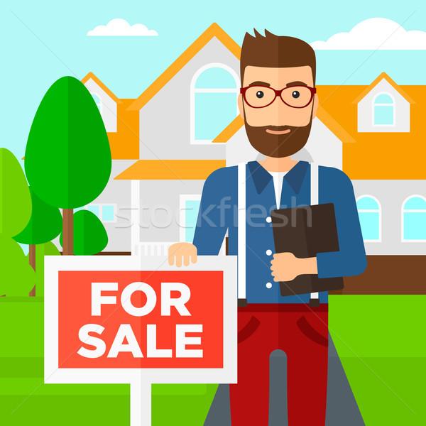 Agente immobiliare offrendo casa documento Foto d'archivio © RAStudio