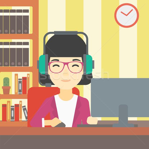 Kadın oynama bilgisayar oyunu Asya oturma odası kulaklık Stok fotoğraf © RAStudio