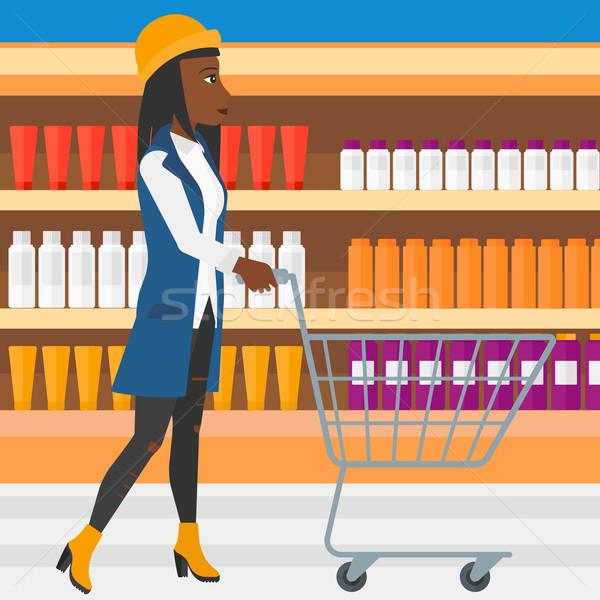 Klant vrouw voortvarend lege supermarkt winkelwagen Stockfoto © RAStudio