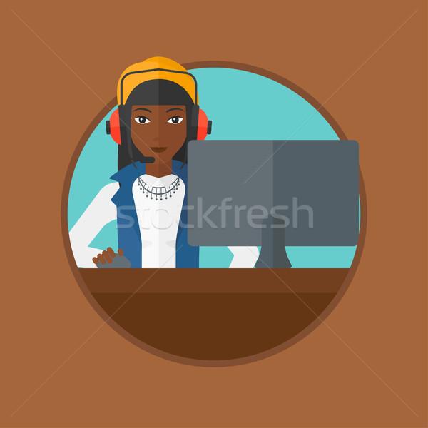 Kobieta gry gra komputerowa komputera gry słuchawki Zdjęcia stock © RAStudio