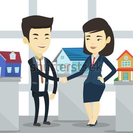 Сток-фото: соглашение · покупатель · молодые · азиатских · агент · по · продаже · недвижимости
