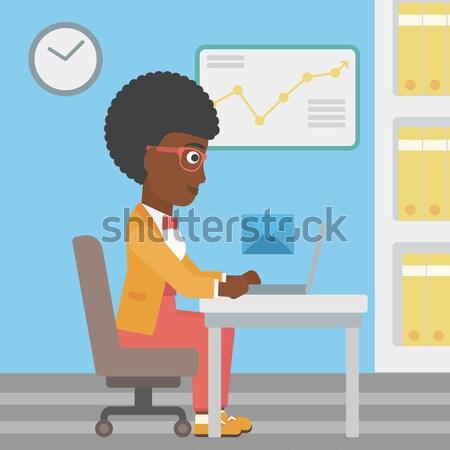 Femme d'affaires courriel jeunes travail portable Photo stock © RAStudio