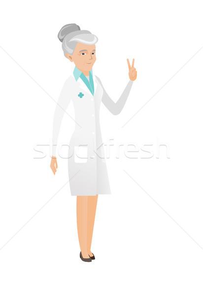 Starszy lekarza zwycięstwo gest Zdjęcia stock © RAStudio