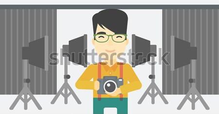 Glimlachend fotograaf camera vrouw foto Stockfoto © RAStudio