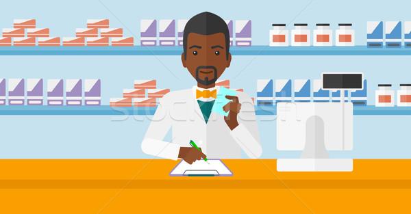 Pharmacien prendre des notes homme ordonnance main Photo stock © RAStudio