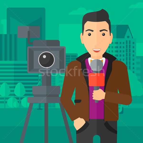 Tv muhabir çalışma kamera ayakta mikrofon Stok fotoğraf © RAStudio