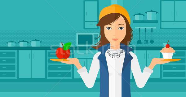 Kadın elma kek ayakta mutfak eller Stok fotoğraf © RAStudio