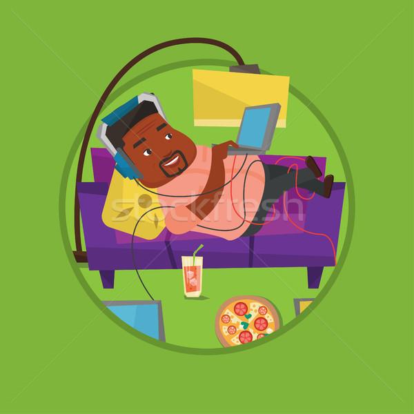 Man sofa veel gadgets ontspannen fast food Stockfoto © RAStudio