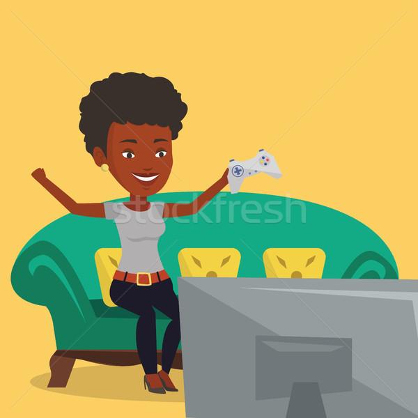 Femme jouer jeu vidéo africaine fille excité Photo stock © RAStudio