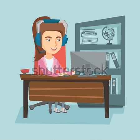 деловой женщины гарнитура рабочих компьютер молодые азиатских Сток-фото © RAStudio