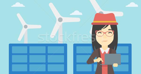 Mulher painéis solares asiático feminino trabalhador Foto stock © RAStudio
