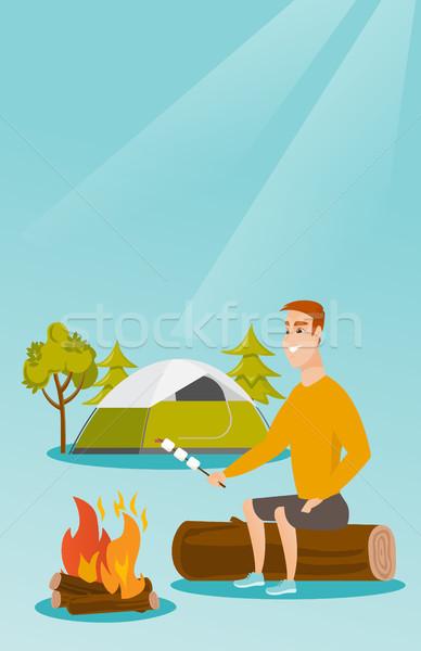 Foto stock: Caucasiano · homem · marshmallow · fogueira · homem · branco · camping
