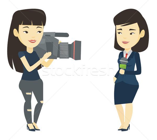 Telewizja reporter operatora asian kobiet mikrofon Zdjęcia stock © RAStudio
