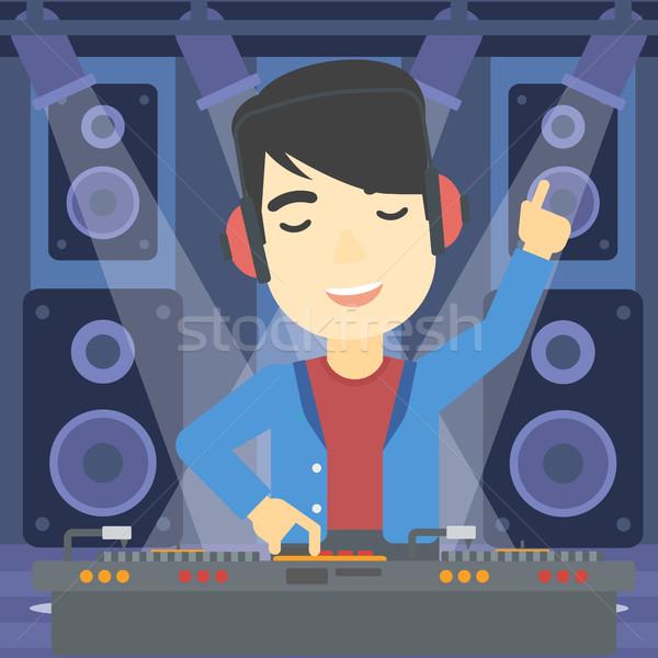 Glimlachend muziek draaitafels asian jonge fase Stockfoto © RAStudio