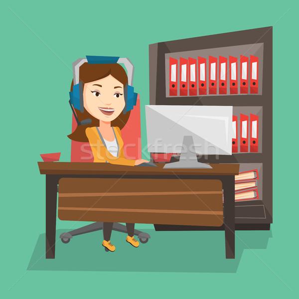 Kobieta gry gra komputerowa młodych szczęśliwy Zdjęcia stock © RAStudio