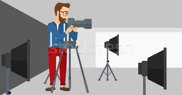 Fotógrafo trabalhando câmera foto estúdio Foto stock © RAStudio