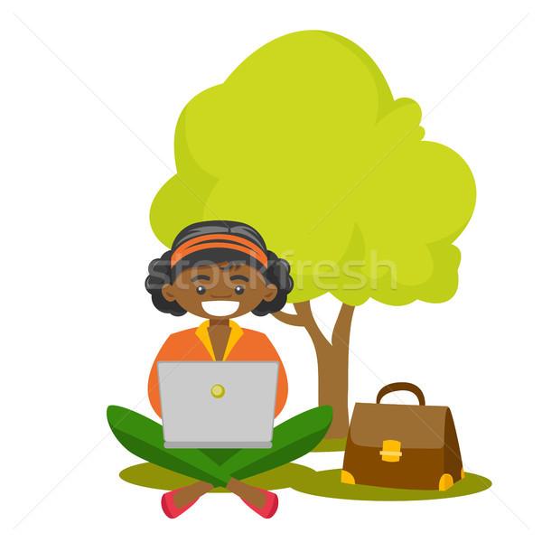 женщину рабочих ноутбука Открытый деловой женщины парка Сток-фото © RAStudio