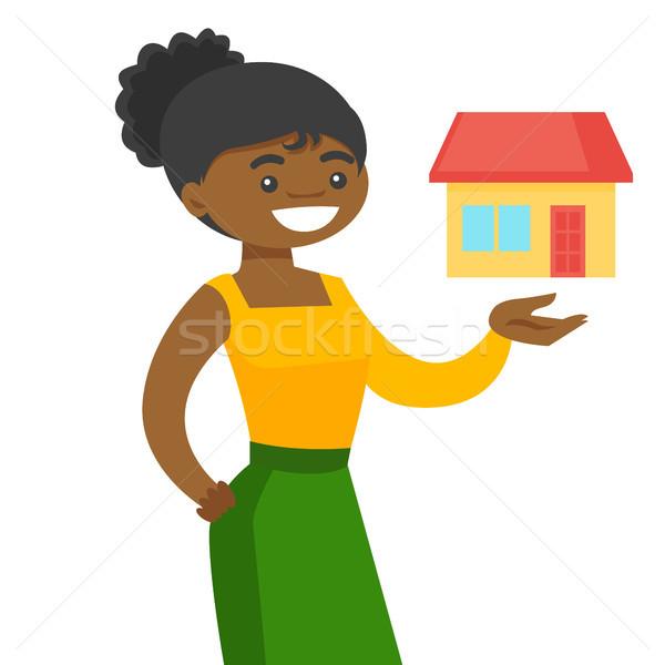Jovem africano oferta casa venda Foto stock © RAStudio