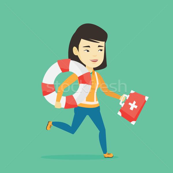 Paramédicaux courir premiers soins boîte jeunes asian Photo stock © RAStudio